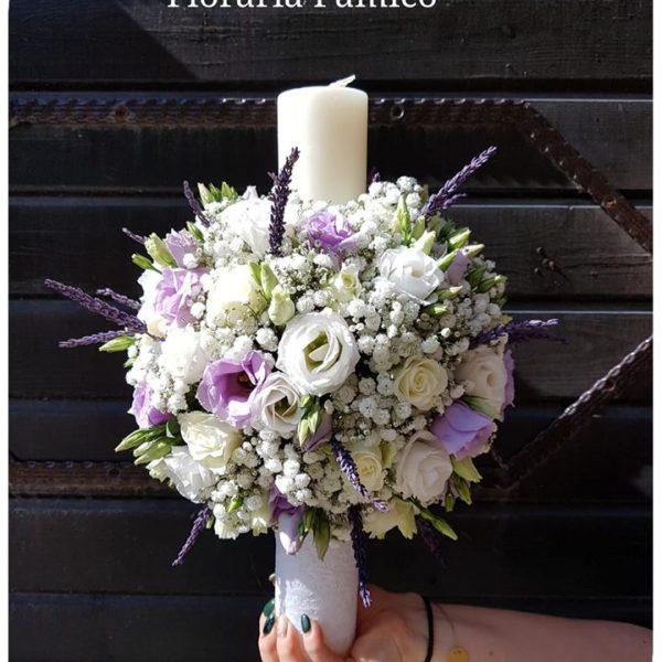 Lumânări pentru nuntă decorate cu flori naturale