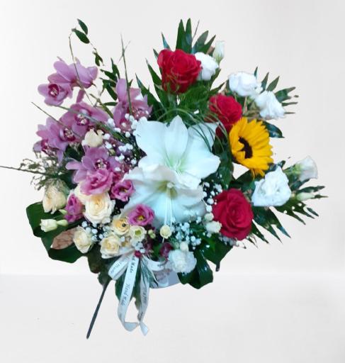 amarylis alb, trandafiri rosii, floarea-soarelui, mini-rosa pech, orhidee roz, lisianthus alb